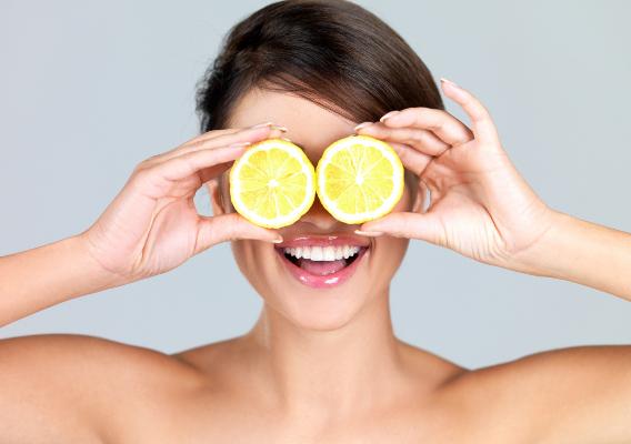 Можно ли протирать лицо лимоном? Как приготовить лимонный тоник?